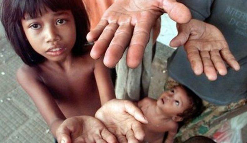 Камбожа: қудуқдаги 2 минг сўм пулни деб 7 одам бўғилиб ўлди