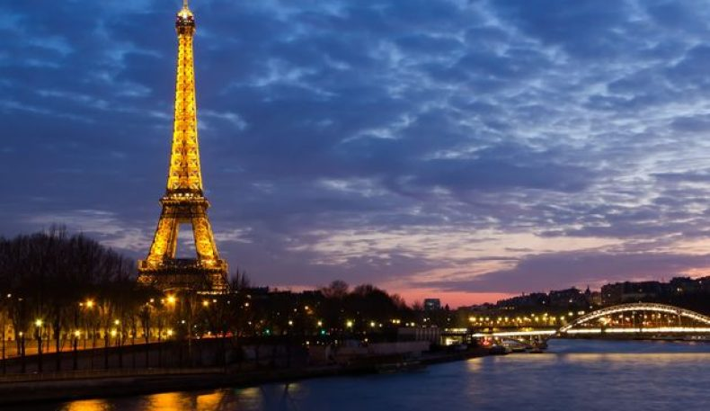 Париж: Эйфель минораси сайёҳлар учун ёпилди