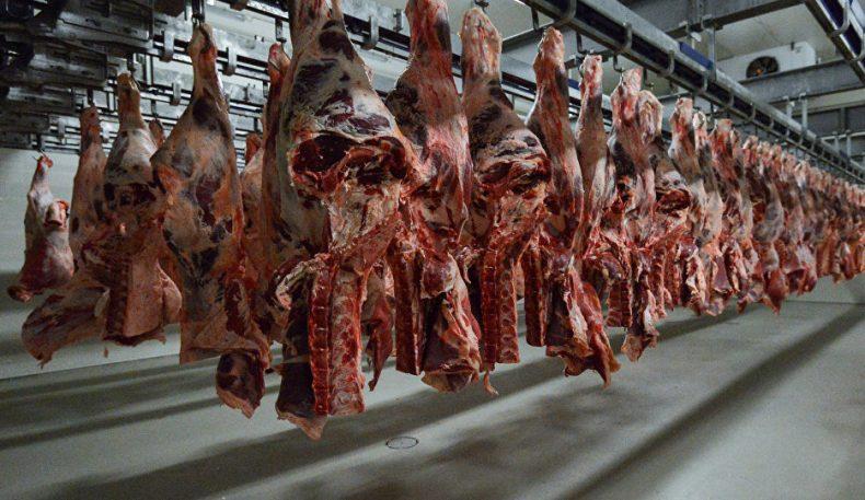 Бозор ва колбаса цехларига 10 йилдан бери яроқсиз гўшт сотган жиноий гуруҳ қўлга олинди