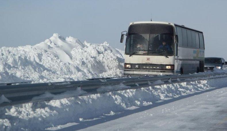 Учинчи марта: Қозоғистонда бузилиб қолган автобусдаги 55 ўзбекистонликка ёрдам кўрсатилди