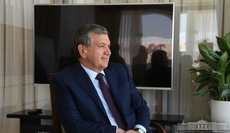 Президент Мирзиёев фан сўнгги 25 йилда эътиборсиз қолганини тан олди