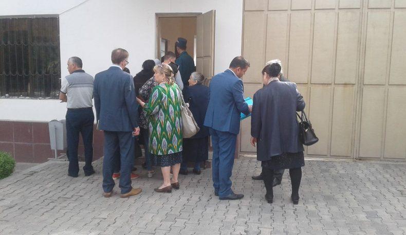 Журналист Бобомурод Абдуллаев иши бўйича Тошкент шаҳар судидан ҳангомалар
