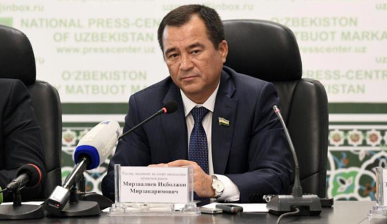 """Сенатор Иқбол Мирзо Каримов даврини """"қора туш""""га тенглаштирди"""