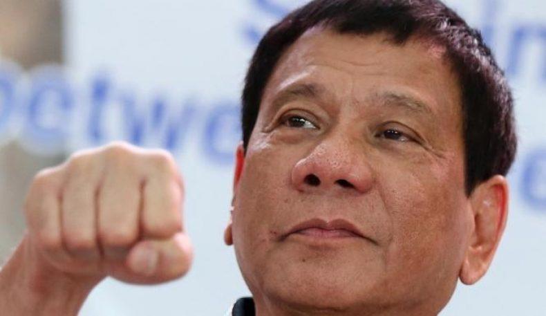 """Филиппин президенти денгиз сиёсатида Хитой """"ҳалок"""" бўлаётганлигини айтди"""
