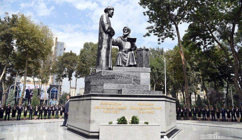Душанбе шаҳрида Алишер Навоий ва Абдураҳмон Жомий ҳайкали очилди
