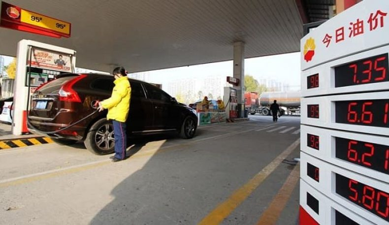 Хитойда бензин нархи яна кескин пасайтирилди