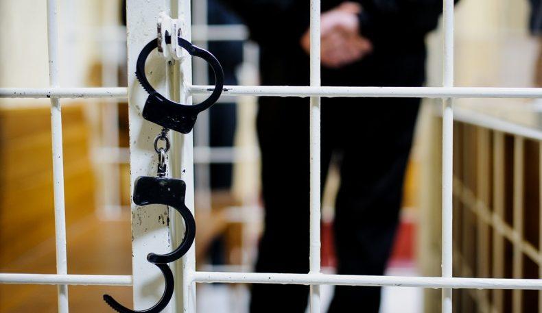 Наманганда сохта прокурор суд залидан озод қилинди