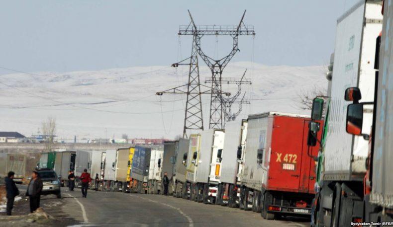 Қирғиз-қозоқ чегарасида 100 га яқин автомобил навбатда турибди